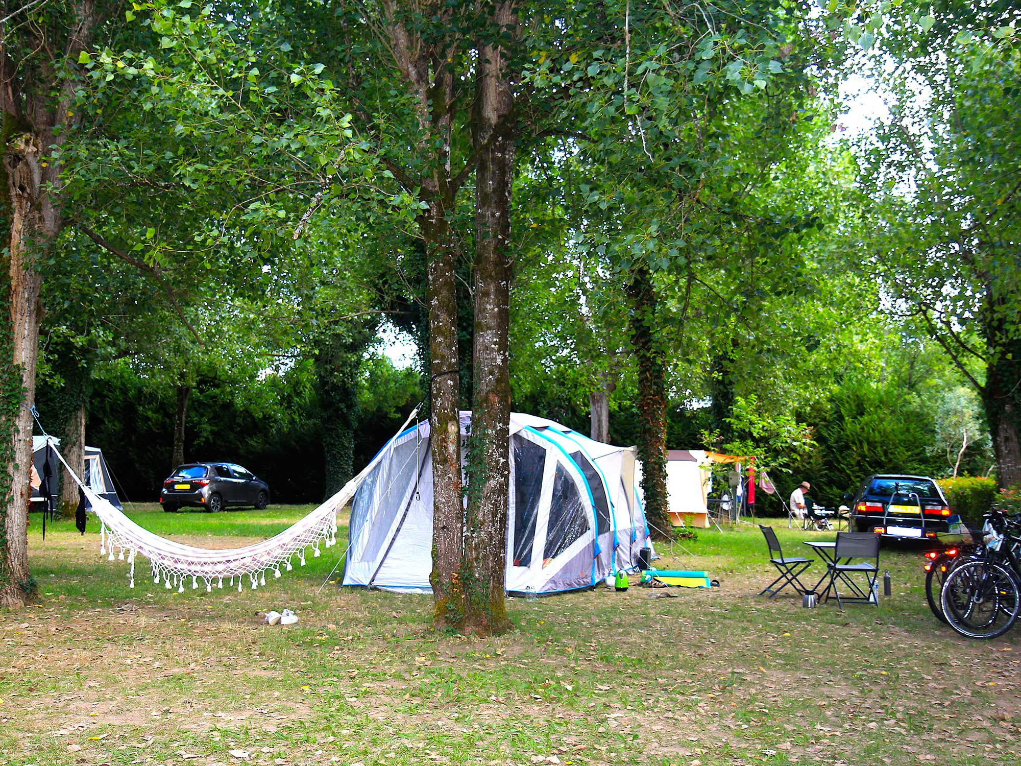 Emplacement-camping-avec-electricite